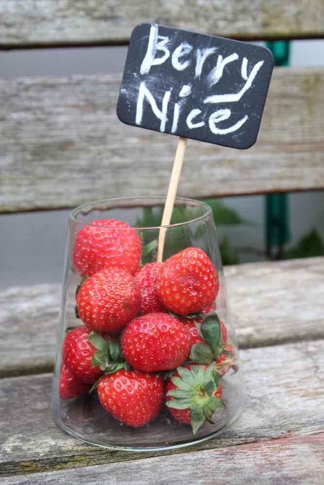 White chocolate strawberry tart is made with fresh strawberries
