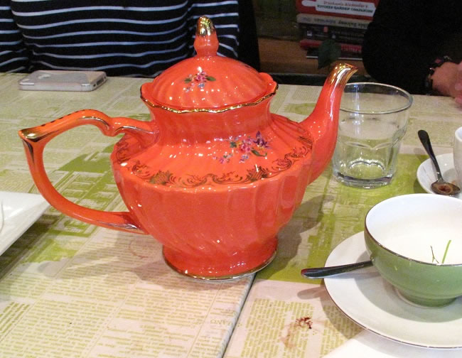Cute tea sets here