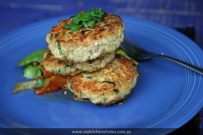 Quinoa Salmon cakes with vegetables
