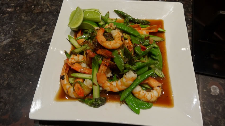 Stirfried Prawns with Asparagus, sugar snaps and ginger