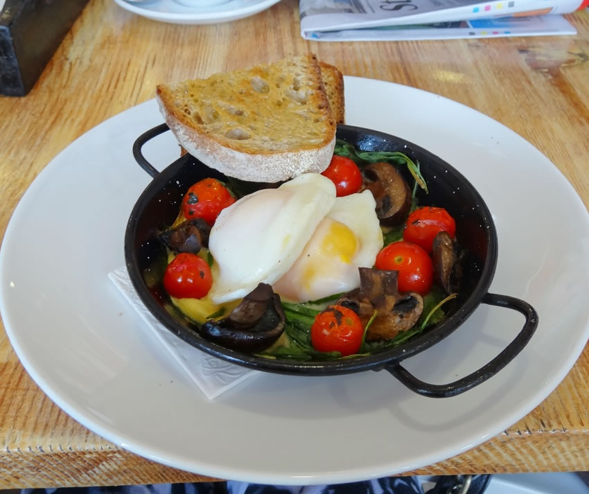 Baked mushrooms, tomatoes and eggs $12