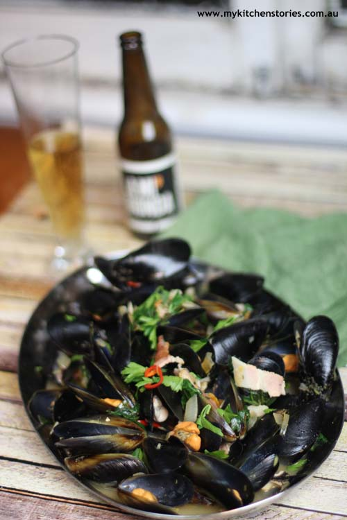 Mussels in beer with bacon