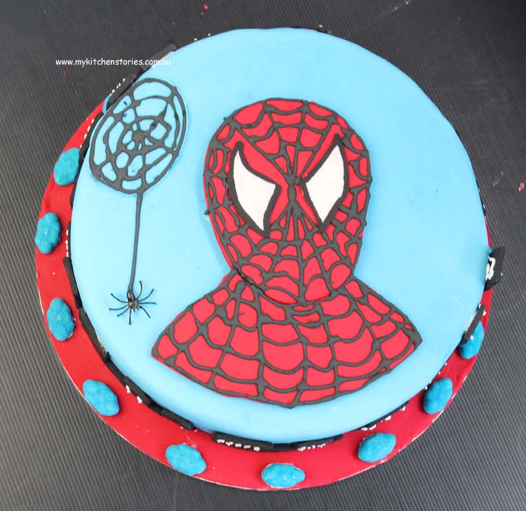 decorate a Spiderman cake