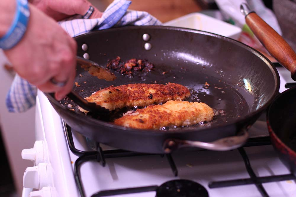 Cooking the pork snitzel
