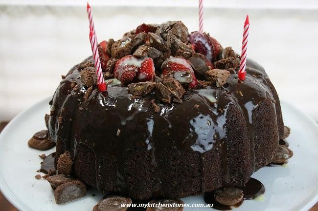 Hazelnut Meringue cake recipe with a side of chocolate