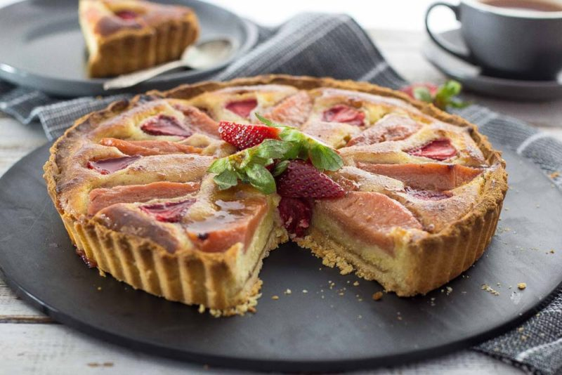 Frangipane tart with Strawberries and Quince
