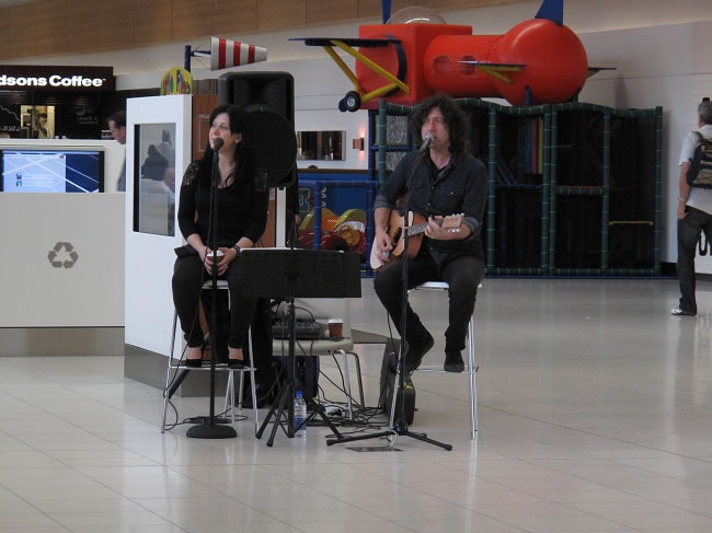A week at My Kitchen Stories, singers at the airport