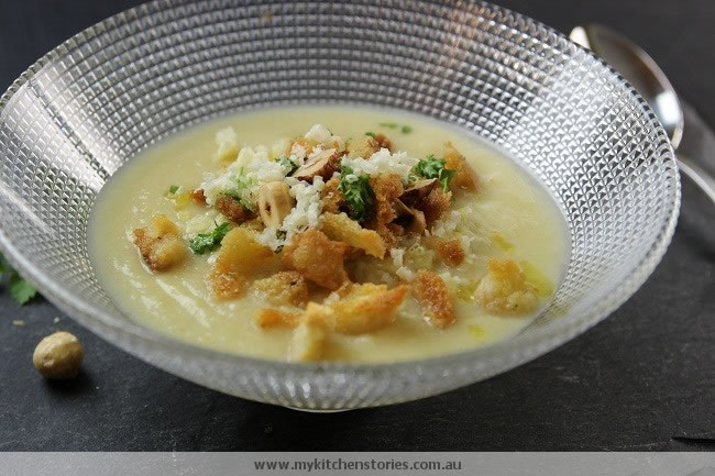 Cauliflower Cheddar soup with croutons