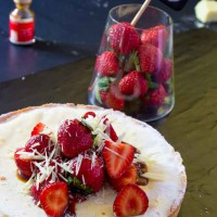 White chocolate strawberry tart and balsamic with fresh strawberries