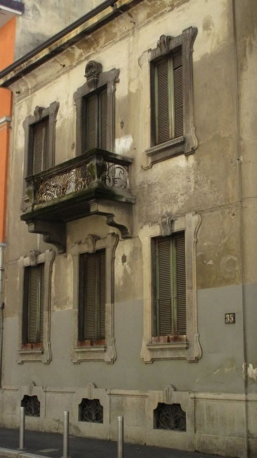 A house with no door