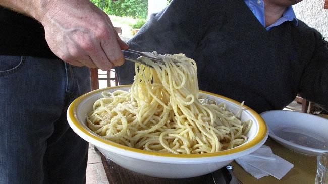 Spaghetti with oil and garlic
