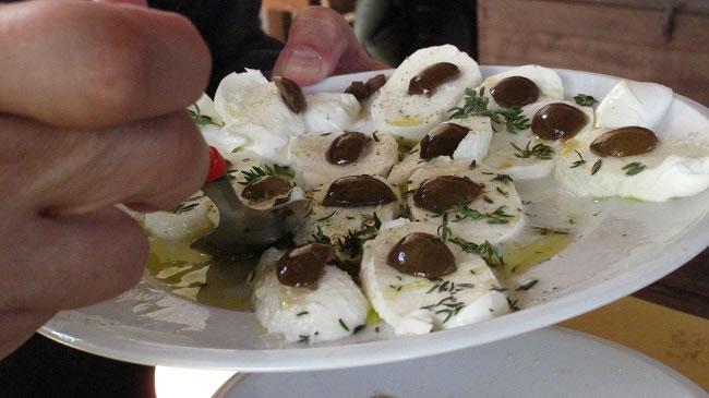 Motzarella and olives