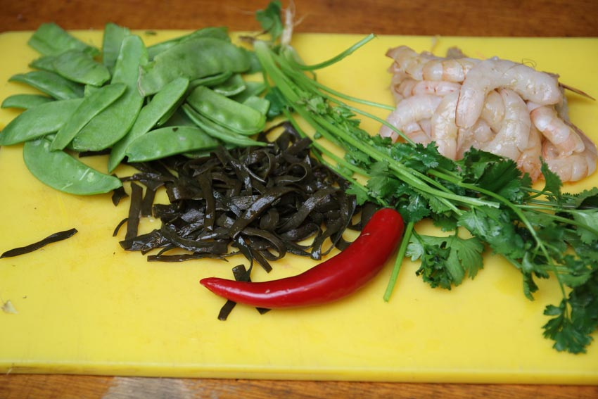Ingredients for prawn and seaweed soup