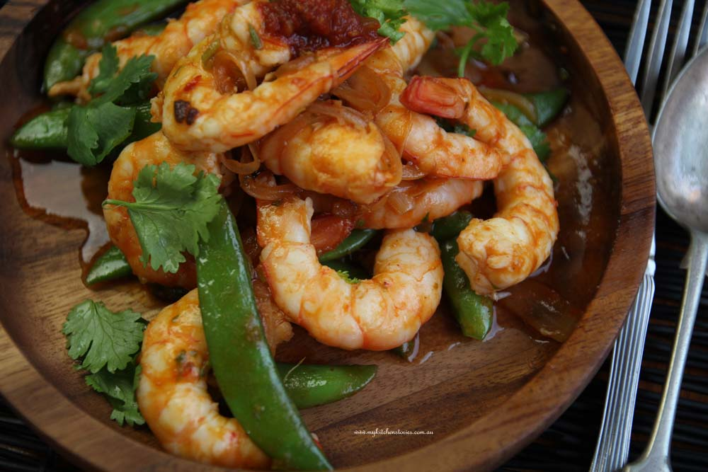 Prawns with hot lover sauce on a wooden dish