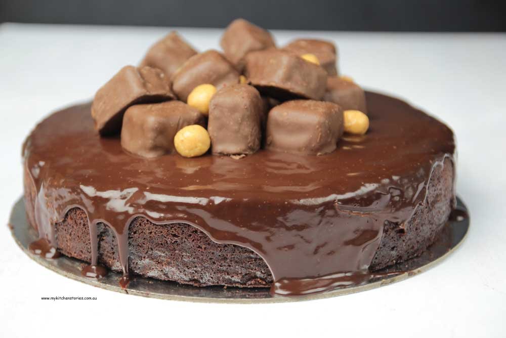 Chocolate fudge cake with homeycomb