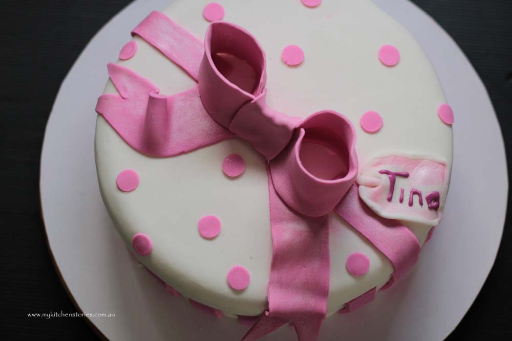 Pink bow cake 2