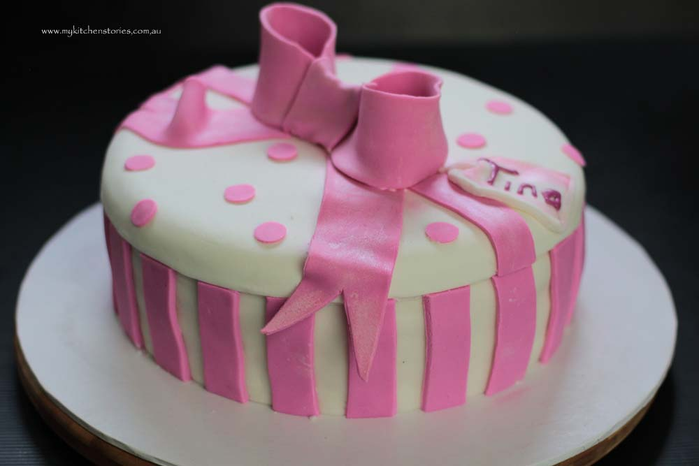 pink bow cake finished with bow and name