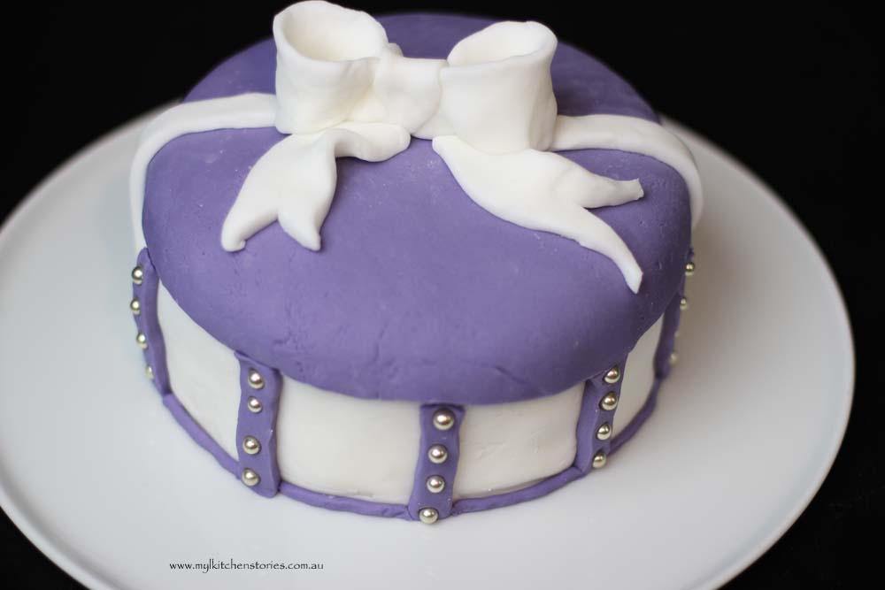 Bow cake with purple