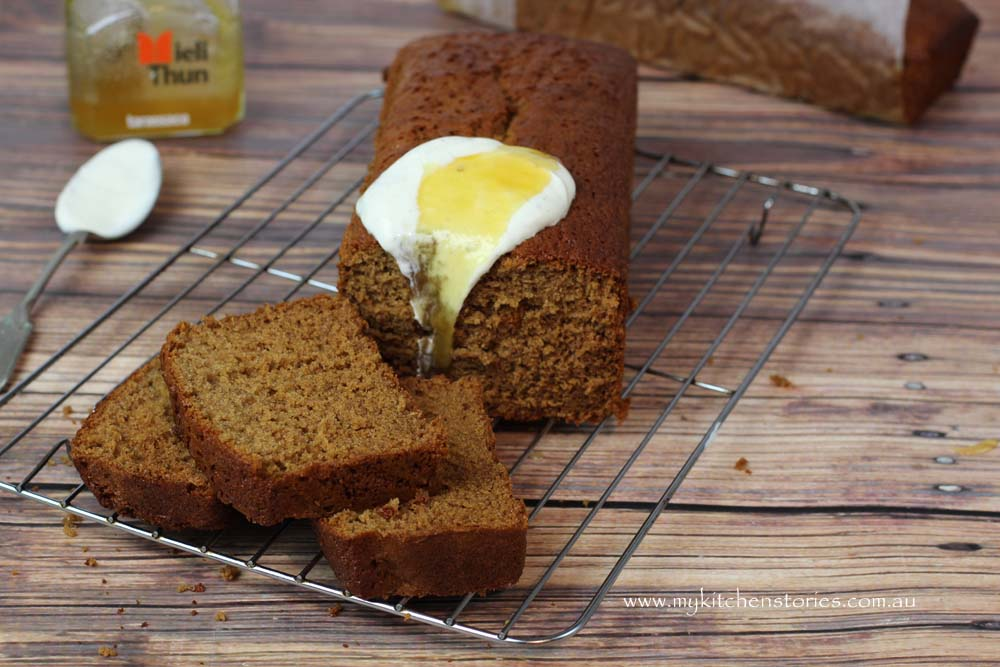 Honey cake with yoghurt and honey