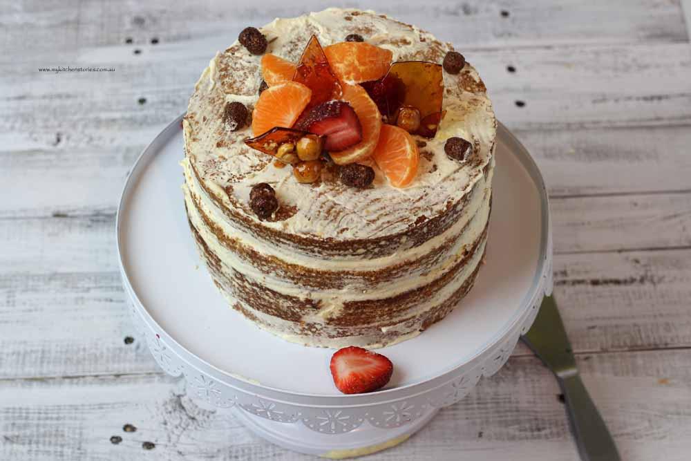 Mandarin Yoghrt ayer Cake , Nked with Mandarins and Strawberries