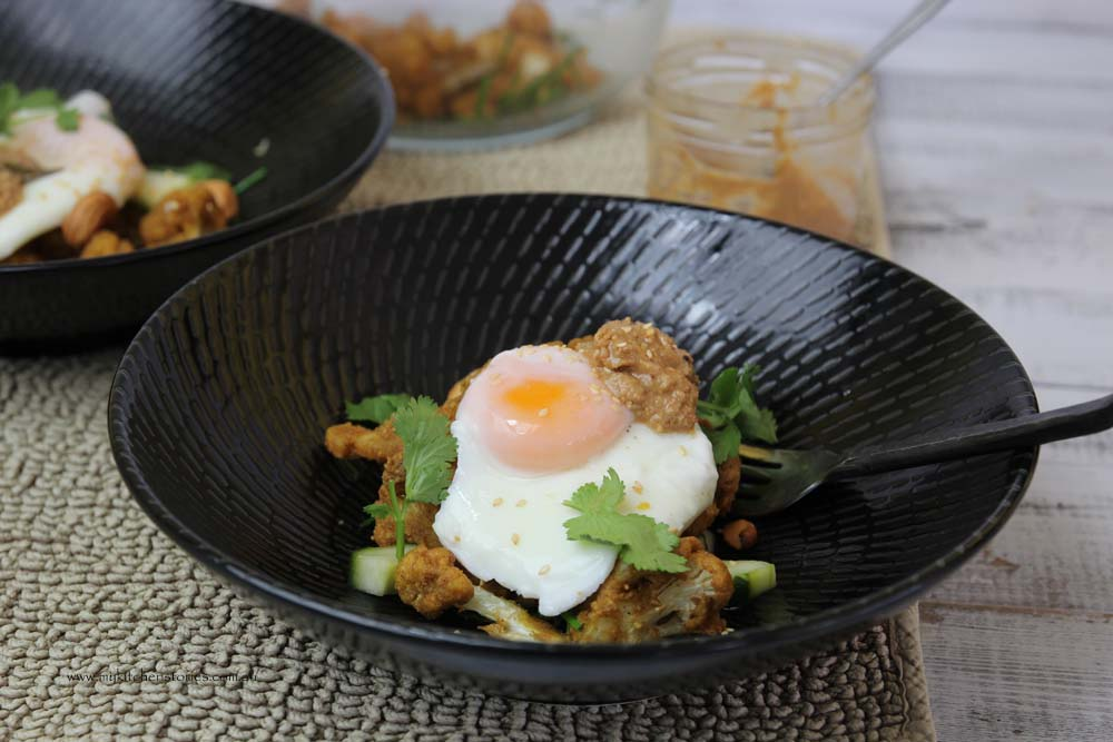 Poached egg with cauliflower popcorn