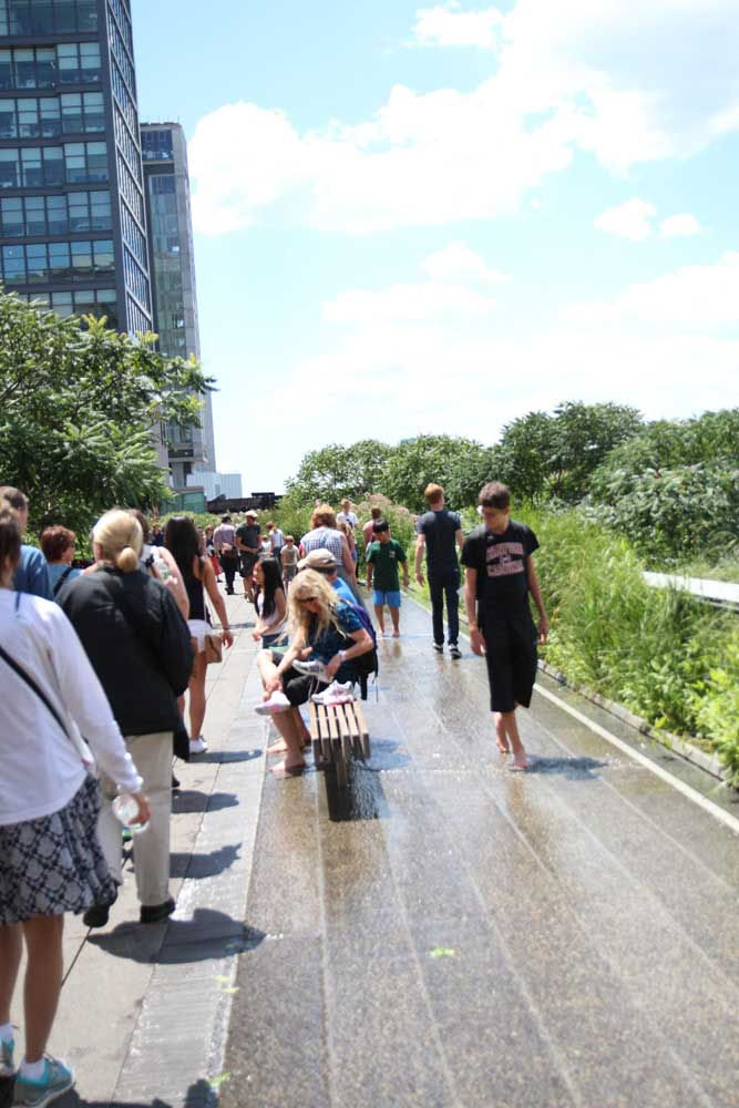 Crowds at the highline
