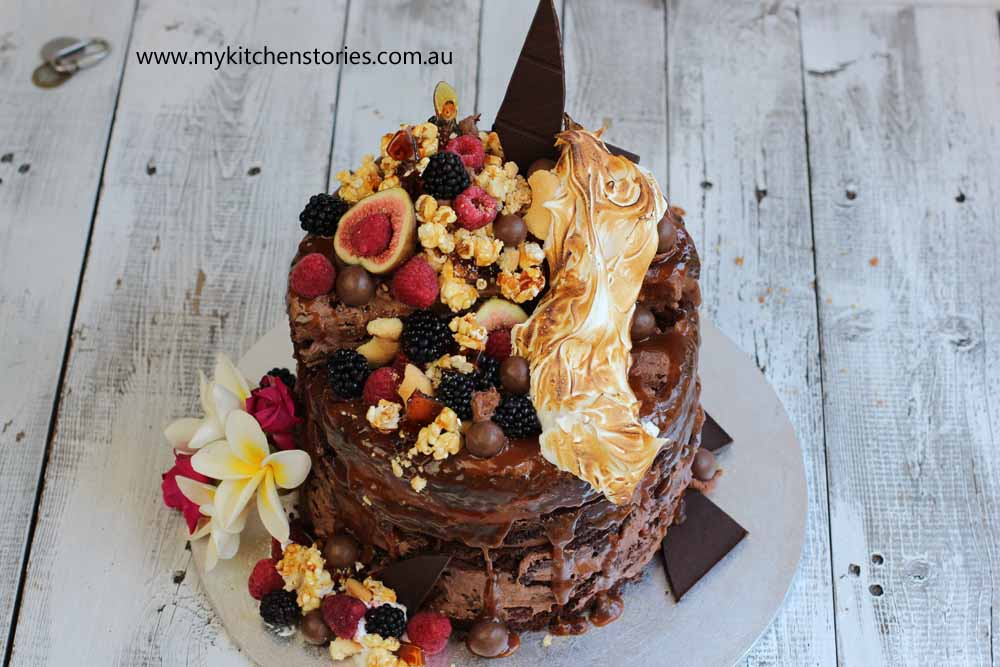 Brownie layer cake with fruit
