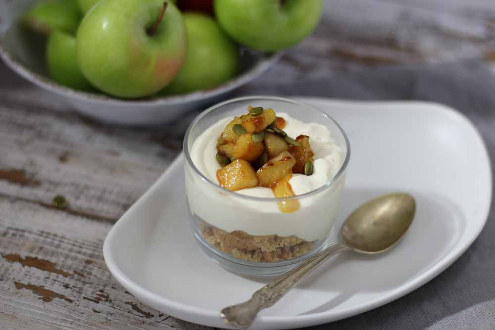 Apple Cheesecake snackpots in tiny glasses