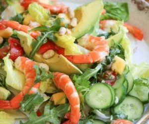 Prawn and avocado salad with mango salsa