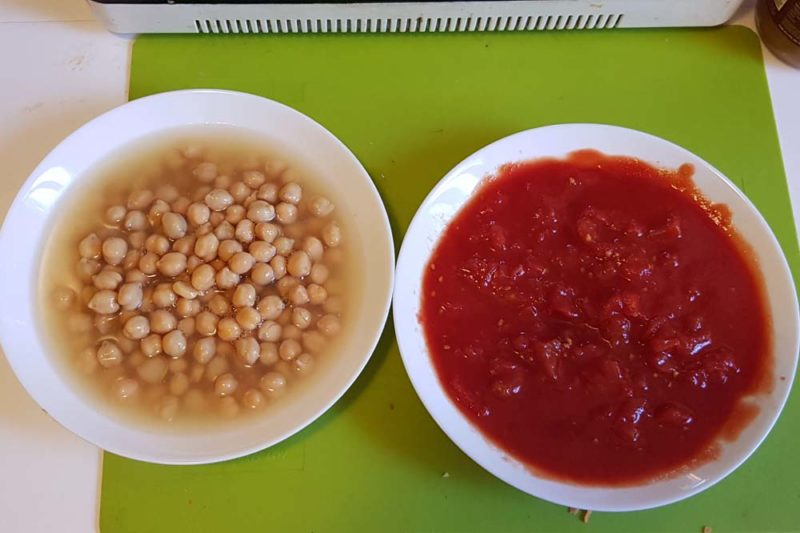 chickpeas and chopped tomatoes for stew