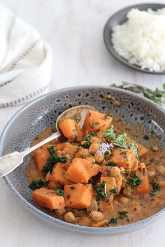 Sweet potato and chickpeas with spinach in