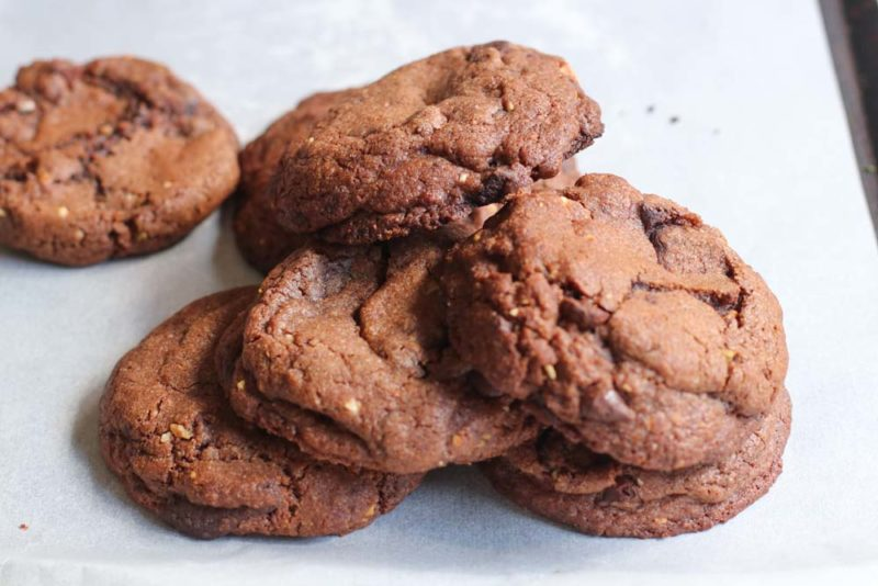hocolate-cookies-in-a-stack-on-a-tray.