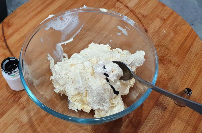 Butercream icing in a bowl