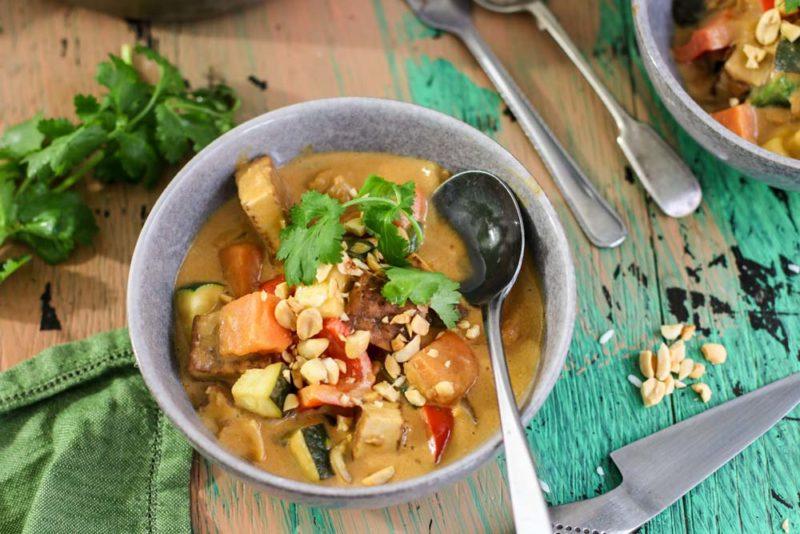 Satay vegetables with peanut
