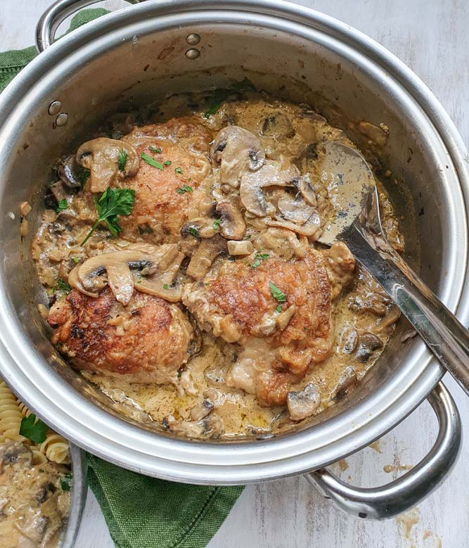 Roasted chicken pieces withstroganoff sauce